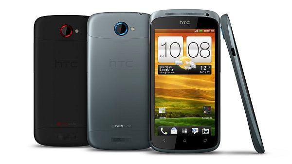 Zatím nejpovedenější telefon s Androidem je HTC One S, koupíte si ho až v létě  Představte si telefon, který jste vždycky chtěli. Rychlý, s velkým displejem, pohodlným ovládáním a krásný. HTC takový vyrobilo, ale má to háček. HTC One S s Androidem 4.0 se v Česku začne prodávat příliš pozdě...