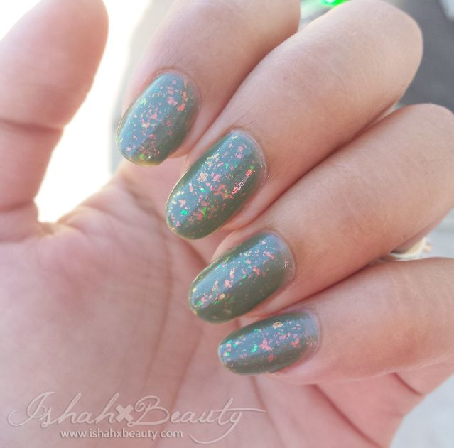 @Zoya Nail Polish Zoya Chloe over Zoya Gemma: Gorgeous Green Layering.  - via Ishah x Beauty