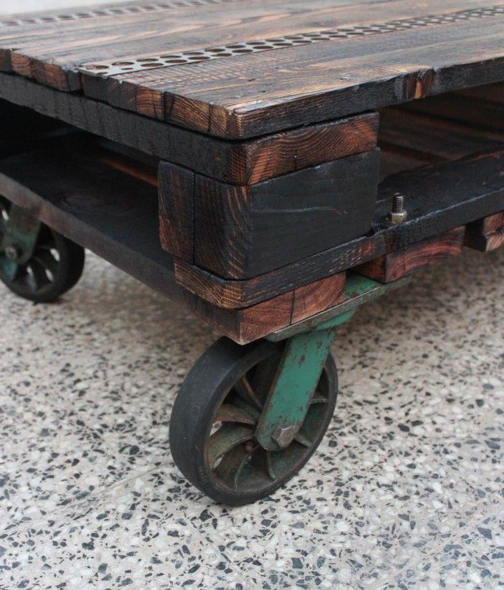 Mesa ratona realizada en madera de pallet y de reciclado con ruedas industriales recuperadas con terminacion al fuego e incrustaciones en metal. debido a su forma de realizacion es unica e irrepetible