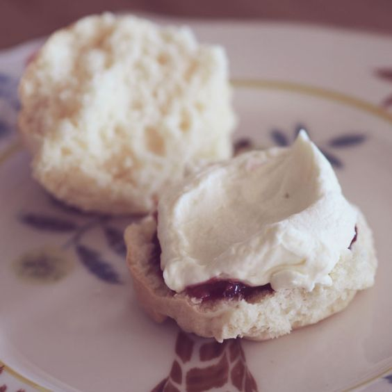 Looking for the perfect afternoon snack treat? These scones can be easily made in the Thermomix, are super delicious and fluffy! Get the recipe!