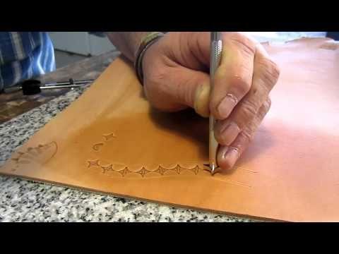 La técnica de cosido a mano es una practica que pocos artesanos la utilizan debido a la llegada de maquinaria que facilita y agiliza el trabajo.