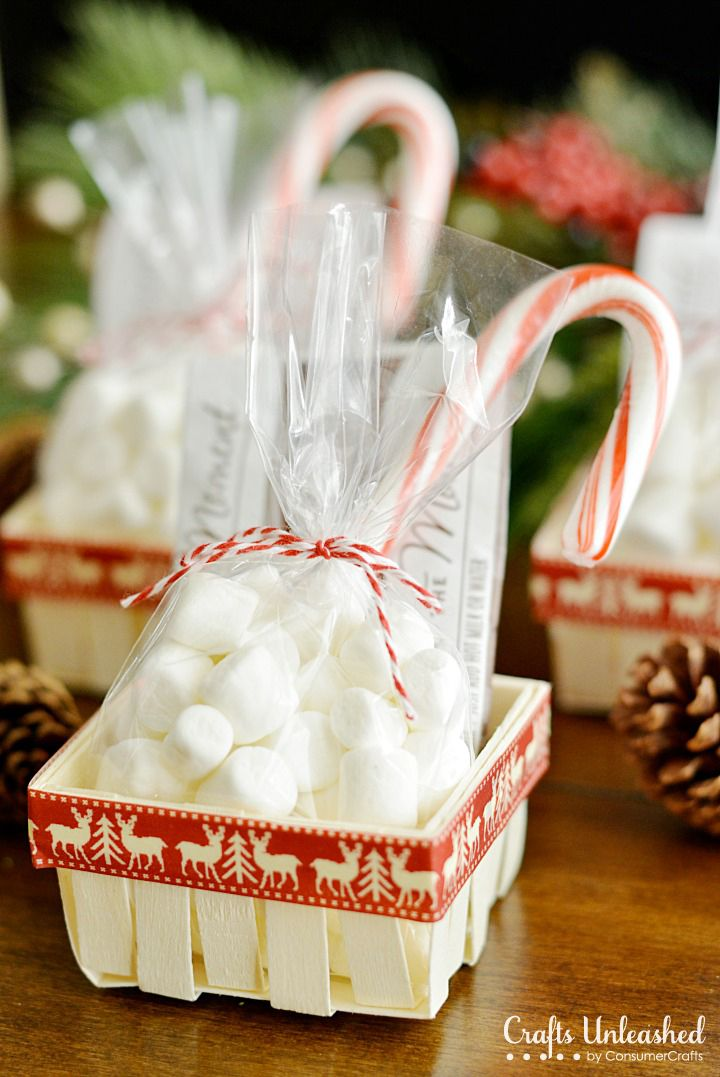Need a simple gift idea? These cute hot chocolate gift baskets are perfect for holiday party favors or a last minute gift idea for neighbors and co-workers.