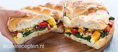Super makkelijk lunch of party recept van turks brood belegd met kip, spinazie en paprika
