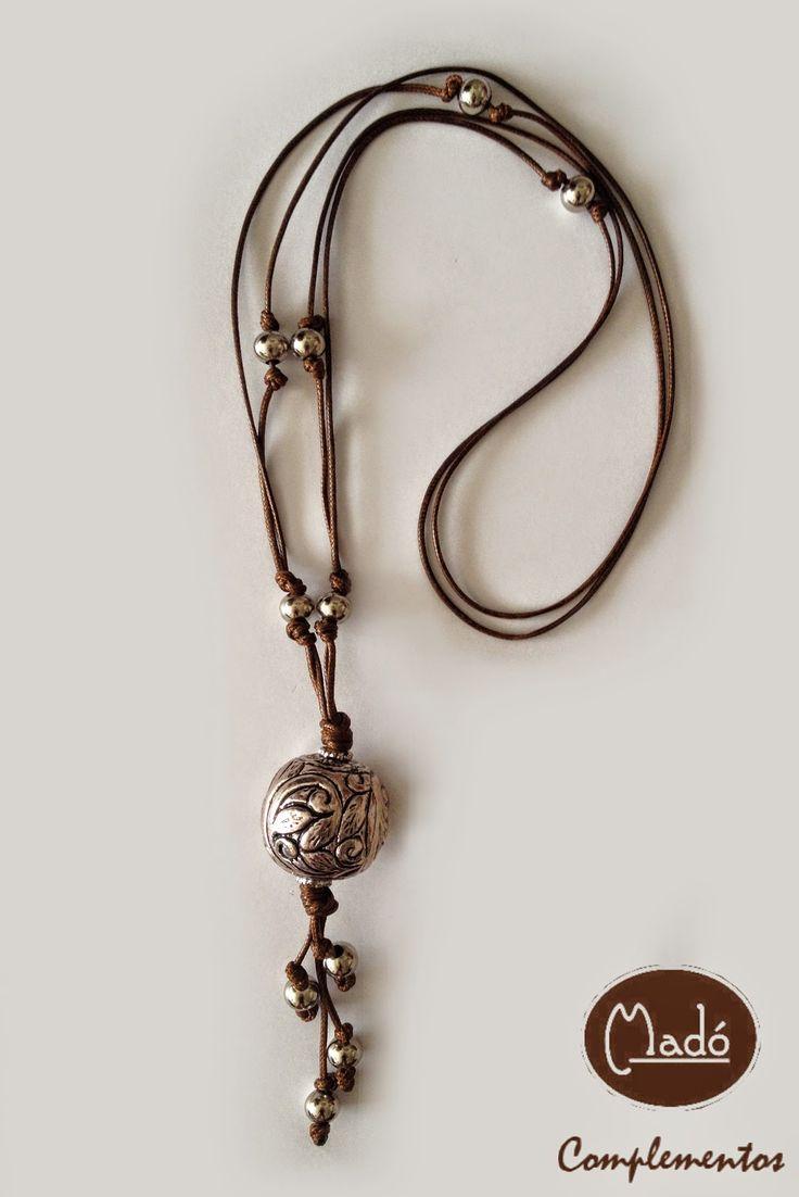 Madó Luaces : Collar largo con abalorios en color plata