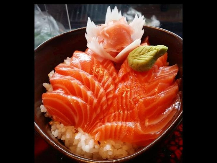 Un bol de #sashimi au saumon // Une création #Sushitawan Consultez notre site internet officiel pour découvrir nos zones de livraison à Toulouse.  http://www.sushitawan.fr/zone-de-livraison-sushi-toulouse   #sushi #toulouse #japonais #cuisine #authentique #jap #restaurant