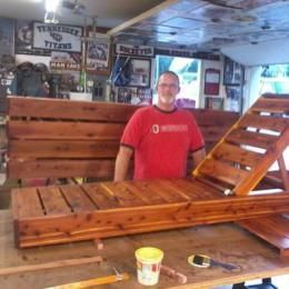 DIY Woodworking Ideas Free Woodworking Plans to Build a PotteryBarn Inspired Chesapeake Single Chaise Lounge | The Design Confidential #woodworkingplans