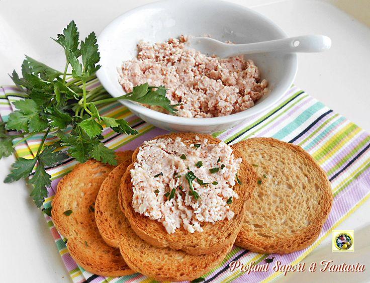 La salsa delicata al prosciutto cotto e parmigiano è ottima per insaporire fettine di carne come scaloppine, oppure anche tartine e crostini negli antipasti