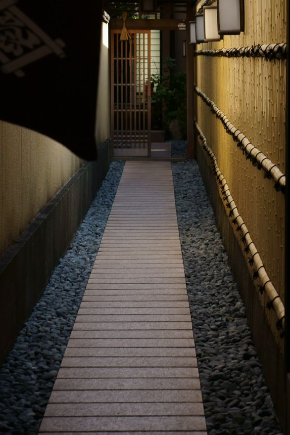 I love how Japanese homes make use of every inch of space and make it beautiful.