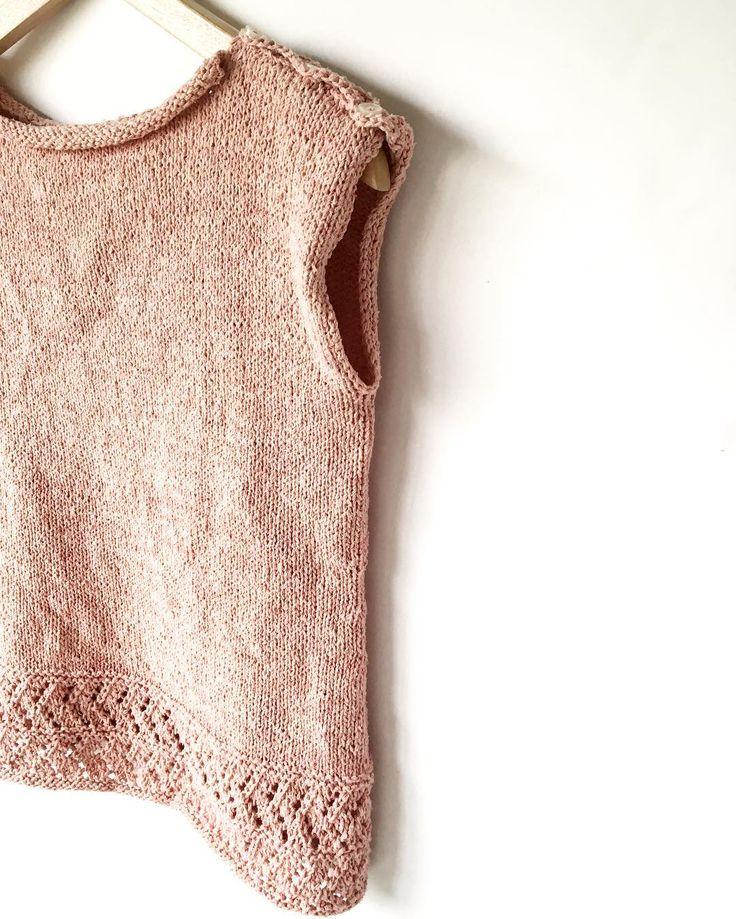 Esperando su baño de burbujas  . Patrón: Sango para @amirisushop . #lana #lanas #yarn #seda #hilos #silk #stashdown #mylifestyle #knitlife #tejedora #tejer #punto #tricot #knit #knitting #knittinglove #knittinglife #yarnstash #knittinginspiration #siempretejiendo #slowfashion #vueltaalonatural