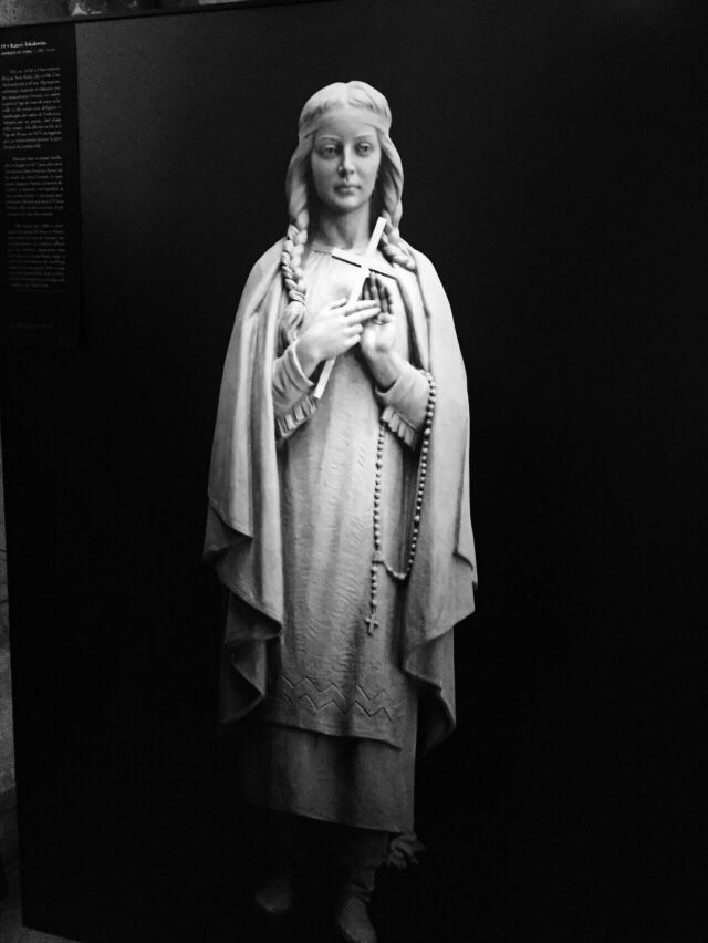 Sculpture of maria
