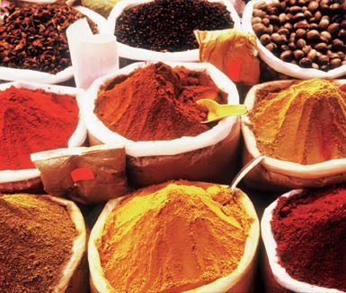 Garam masala är en indisk kryddblandning med bland annat spiskummin, koriander, gurkmeja, ingefära, kanel och kardemumma. Så här enkelt gör du den själv.