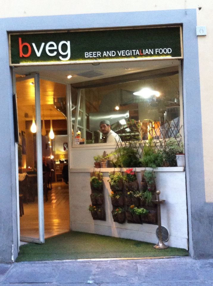 BVeg combines italian traditions with vegetarian meals from all over the world and offers a wonderful selection of artisanal beers! What are you waiting for?  See for yourself!