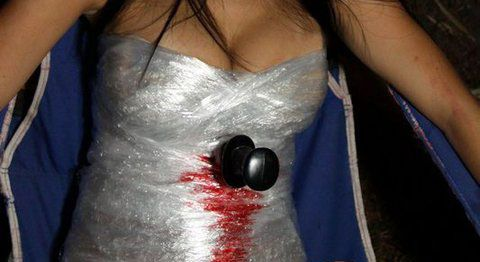 couples costume Dexter and victim | Dexter Costume Tutorial | Geniabeme Beauty Blog