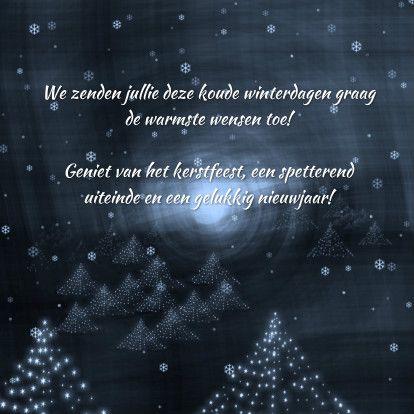 Kerst illustratie met een bos oplichtende bomen en een licht aan de horizon. De tekst is naar wens aan te passen. Tip plaats binnenin een foto;-)