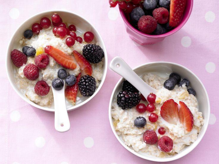 Beeren-Porridge - mit Aprikosen - smarter - Kalorien: 349 Kcal - Zeit: 20 Min.   eatsmarter.de