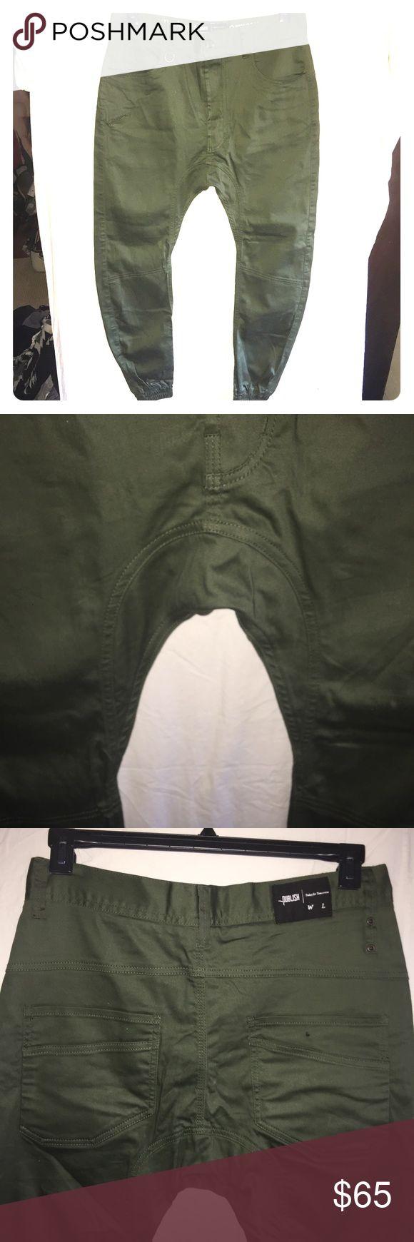 NEW Publish Jogger Pants Men's 32 NEW without tags Men's Publish Jogger pants in olive green. Size 32, excellent! Publish Pants Cargo