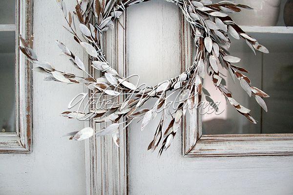 XIX-wieczny kredens eklektyczny - rzeźbiona nadstawka, fragment . © 2014 Atelier Malowana. All rights reserved. http://ateliermalowana.pl/