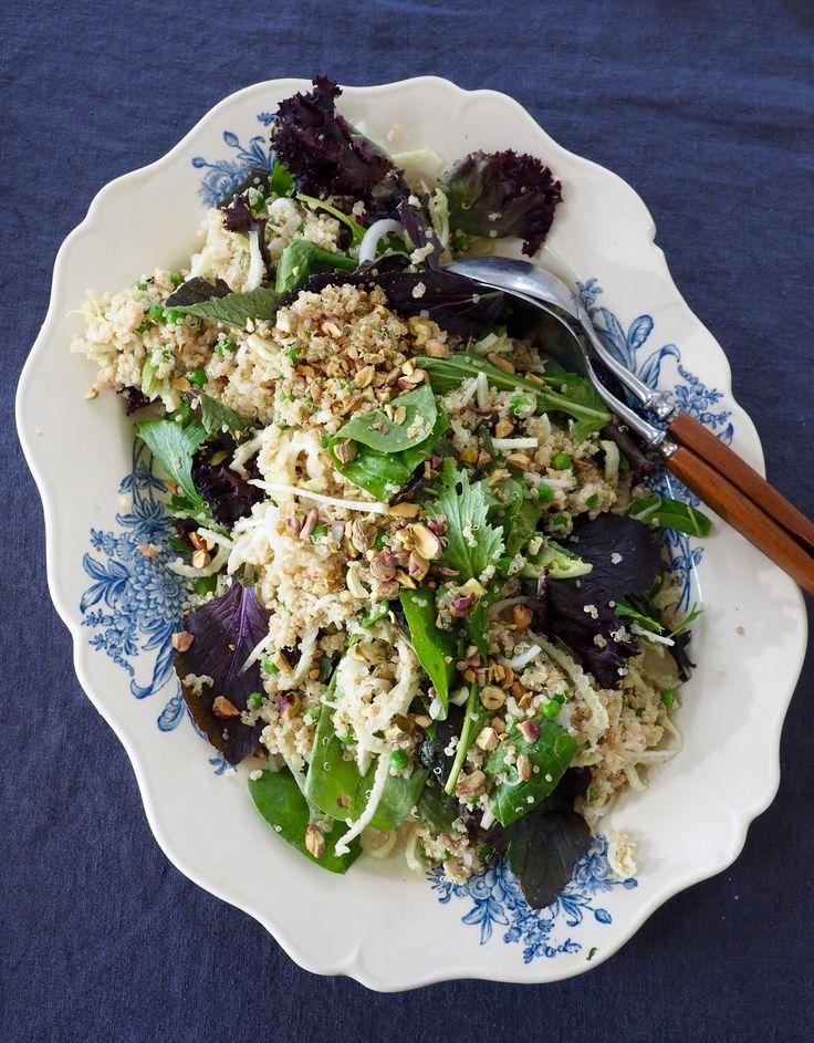 Denne salaten ble til en sommerkveld på snap. Jeg fikk nemlig litt dilla på fennikel i sommer – sjekk oppskriftene på agurksalat med fennikelog fennikelsalat med reddik. Her er siste fennikelsalat i serien – quinoasalat med fennikel. Salaten er i grunnen et måltid i seg selv men smaker også godt som tilbehør til noen gode [...]Read More...