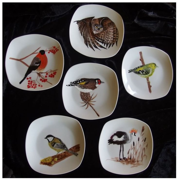 The birds by Xantosia ~ Agnieszka Sokołowska. Hand painted on porcelain. All my porcelains are painted with Talens Decorfin Porcelain and baked in high temperature, so they are pretty durable. #ptaki #birds #xantosia #handpainted #handmade #reczniemalowane #porcelain #porcelainpainter #porcelart #porcelainart #ornitology #ornitologia #zestaw #set #art #decor #design #ceramic #dishes