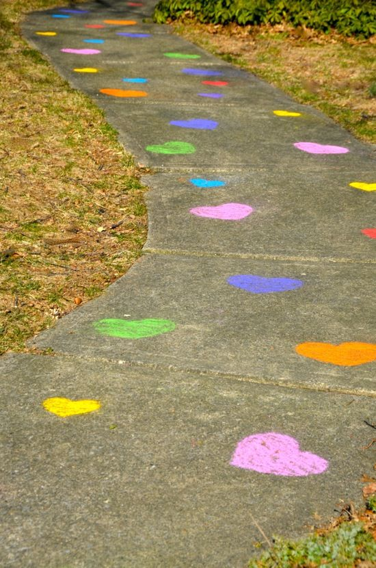Use heart-shaped sidewalk chalk stencils to make a colorful walkway! <3