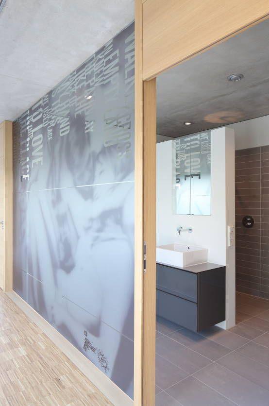 Modernistyczna łazienka od Schenker Salvi Weber