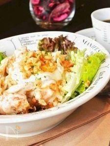 海老マヨごぼうと温泉卵のクリーミーサラダ