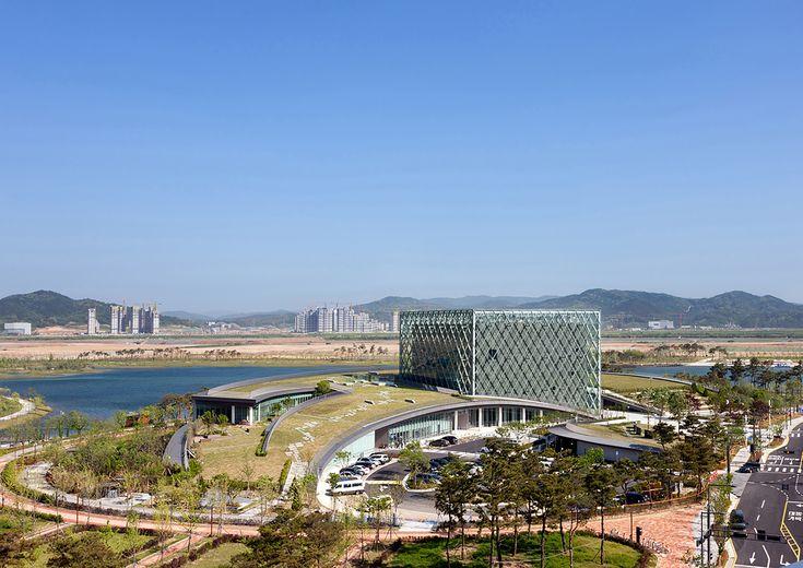 این مرکز فرهنگی جدید بطوری یکپارچه با طبیعت منطقه طراحی شده است و نشان دهنده سوابق تاریخی رئیس جمهور های کره می باشد ، که در نزدیکی دریاچه مرکزی سجونگ واقع شده است به طوری که محور فرهنگی ساختمان با محور سبز و طبیعت منطقه پیوند می یابد http://iranarchitects.com/%D8%AC%D8%B2%D8%A6%D9%8A%D8%A7%D8%AA-%D8%AE%D8%A8%D8%B1/newsid/419