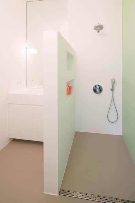 Naadloze badkamer: industriële Badkamer door Beter Stevig Interieurbouw