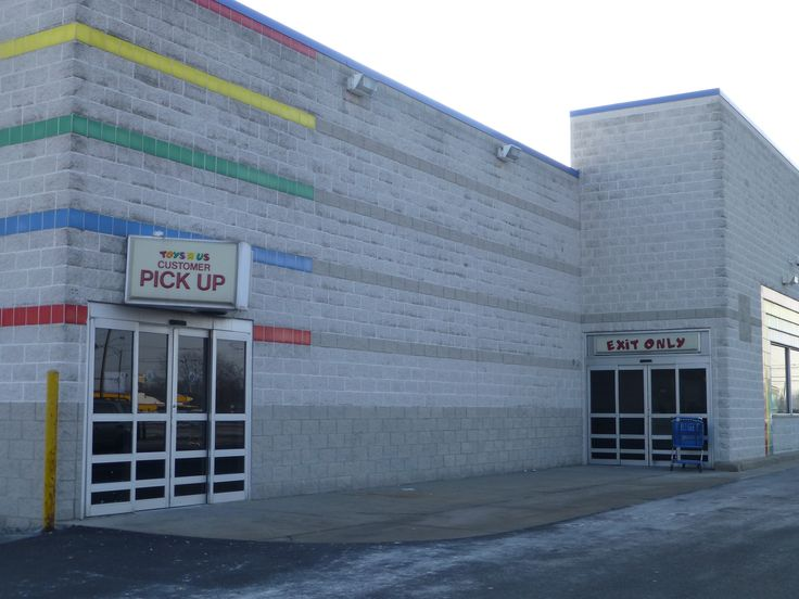Abandoned Toys 'R' Us Stores are Kind of a Thing Now...