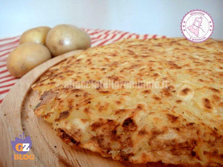 il rosti patate è un contorno facile e velocissimo. da servire con tutti i tipi di carne o con aggiunta di formaggio da gustare come secondo vegetariano