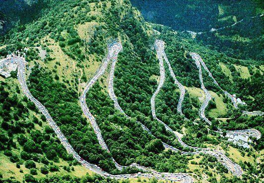 Alpe d'Huez (Alpes) - 1860m - 13,8 km à 7,9 % de moyenne 14% maxi) - 1121m de dénivelé.