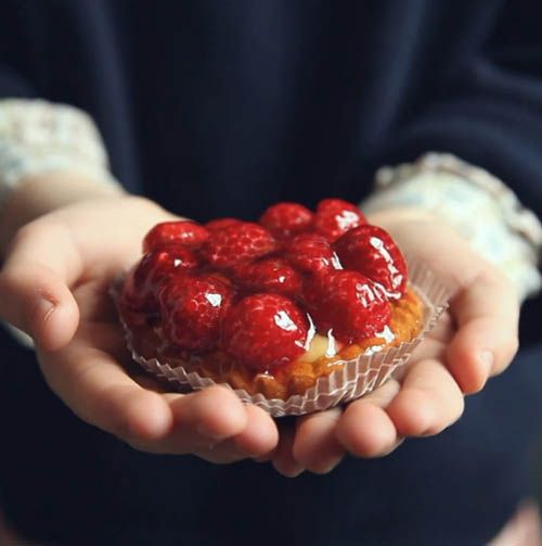 How to Visit a French Bakery. Click through for a GORGEOUS little video.