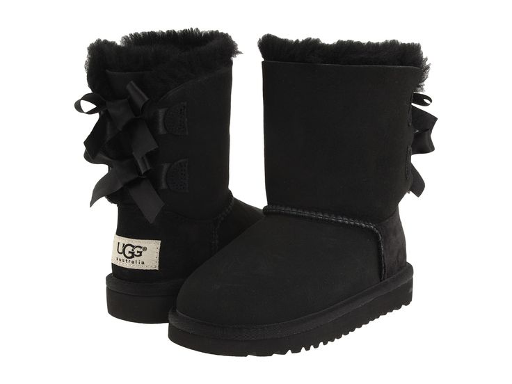 The Bailey Bow is embellished with fixed, double ribbon bows at the back, enhancing the defining features of an UGG® Classic. A light, flexible outsole and foundational Twinface sheepskin keep feet c