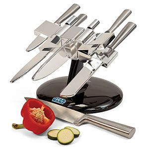 Use the Force... in your kitchen with this set of knives that stores in an X-Wing Kitchen Block! Yoda chef!