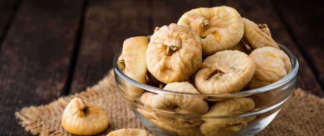 التين من افضل انواع الفاكهه ويحبها الكبار والصغار لما يتميز به من طعم جميل والتين من الفواكه الغنية بالفيتامينات والمعادن مثل الكالسيوم Food Vegetables Garlic