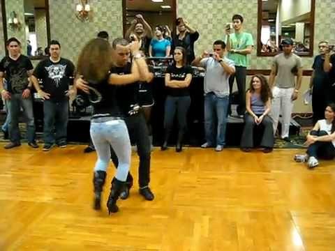Ataca y La Alemana baile Bachata en salon I                                                                                                                                                     Más