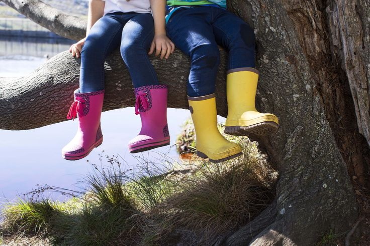 Do you remember the early spring feeling when you could finally go out with no coat and no worries? Reima® Raba rubber boots