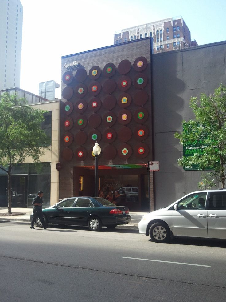 Sprinkles Cupcakes Chicago. Located off Chicago's historic Magnificent Mile between Michigan Avenue and Rush Street, this bakery's breathtaking 40-foot modern dot façade towers over the historic Gold Coast's shopping district near Water Tower Place and John Hancock Center.