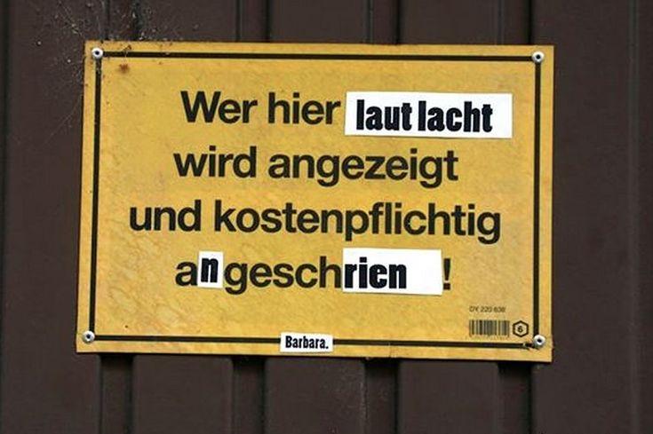 Dieses Schild würdest Du Deutschland wohl sogar zutrauen.   33 Schilder, die so perfekt überklebt wurden, dass Du sie liebst