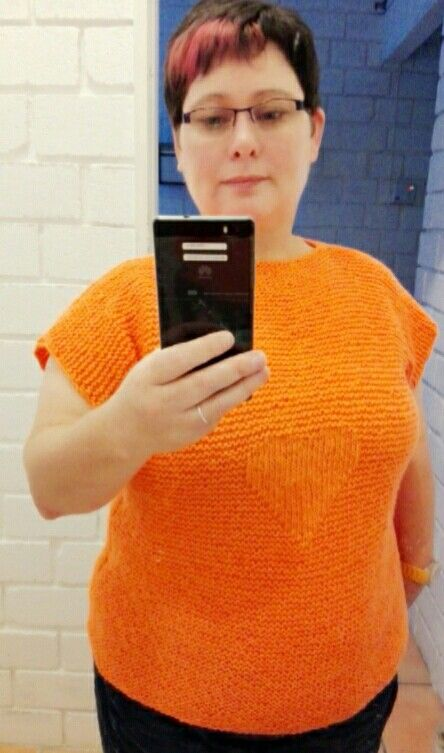 Knitted top with heart