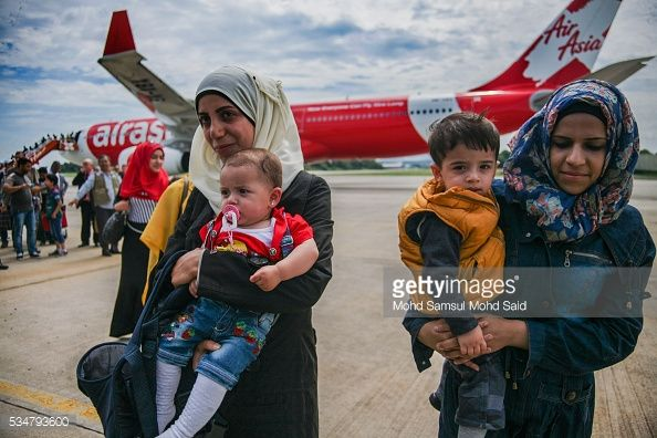 News Photo : Syrian migrants, from the Bekka Valley refugee...