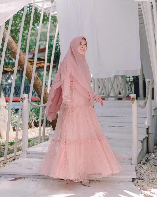 11 Potret Ootd Hijab Cantik Ayana Jihye Moon Mualaf Korea Puasa Ramadan Di Indonesia Kapanlagi Com Pakaian Pesta Model Pakaian Islami Busana Islami