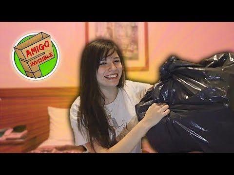 QUIÉN ES MI AMIGO INVISIBLE? - Mica Suarez - VER VÍDEO -> http://quehubocolombia.com/quien-es-mi-amigo-invisible-mica-suarez    HOLA IUTUUUB! Les traigo algo diferente e.e , En este video, la comunidad de YouTube Argentina nos unimos para festejar el día del amigo de una manera especial: Jugamos todos al amigo invisible! :B 17/7 🔥 Para no perderte ninguno de los regalos que nos hicimos, no olvides visitar esta lista...