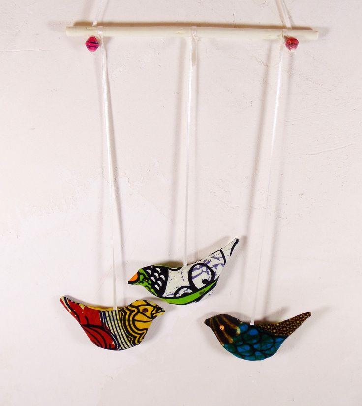 Mobile 3 oiseaux en tissu wax africain accrocher ou en for Decoration murale tissu