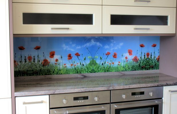 Photograph of kitchen fitted with an Opticolour digitally printed glass splashback with a flowers pattern