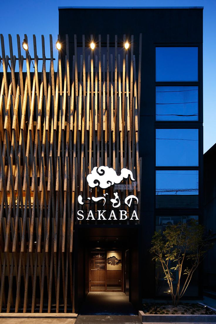 When Area Connection were hired to design a new location of the 'IZUMONO SAKABA' restaurant and bar in Izumo City, Japan, they were asked to 'design the store facade with a big impact'.