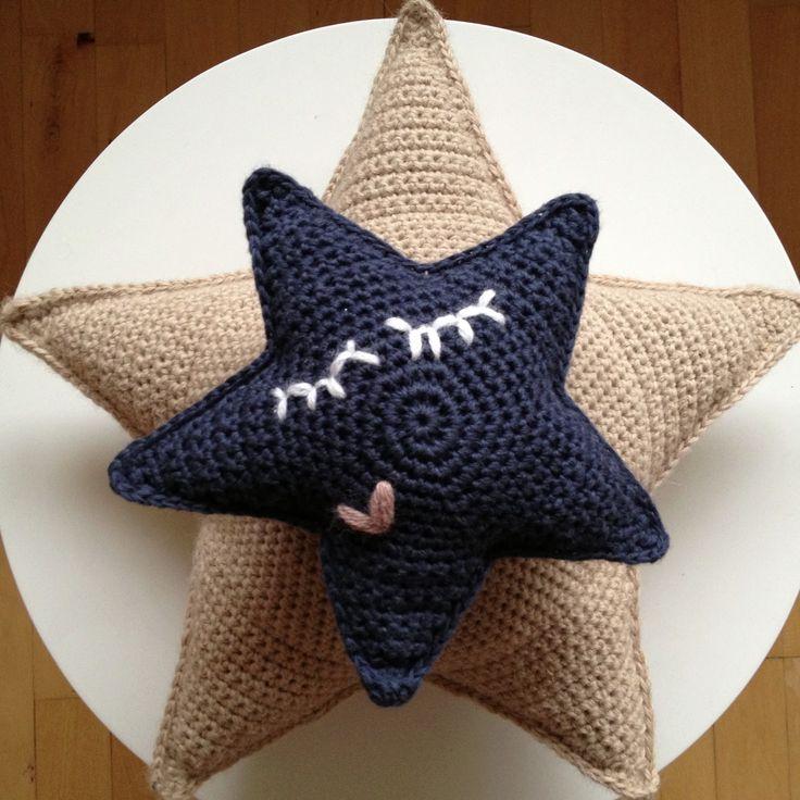 crochet star pillows