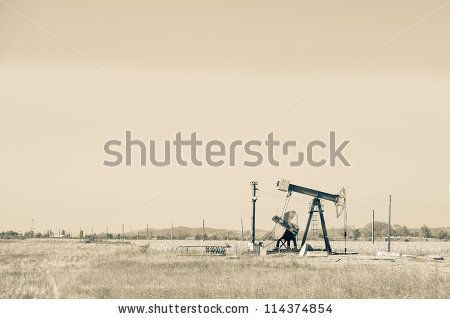Oil pump by Kasper Nymann, via Shutterstock