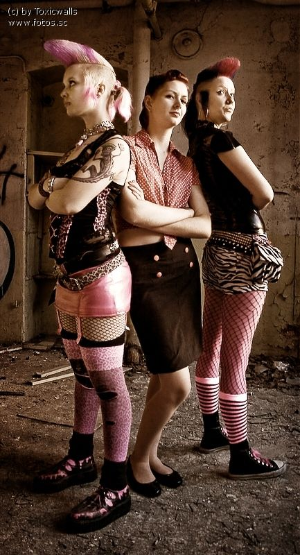 Most popular tags for this image include: psychobilly, girls , pink and punk