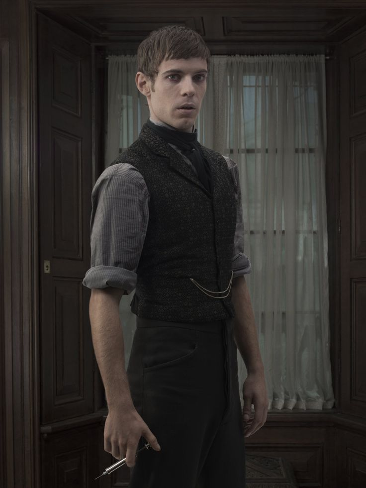 Dr. Victor Frankenstein (Harry Treadaway) Penny Dreadful Season 2 promotional photo